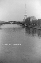 Ref Paris 17 – Seine river with Eiffel Tower at dusk