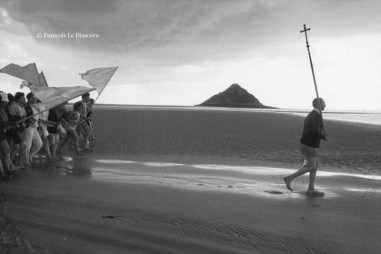 Ref CHRISTUS 1 – Religious procession at Mont Saint-Michel, France