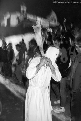 Ref CHRISTUS 21 – A flagellant during Holy Week in San Vincente de la Sonsierra, Spain