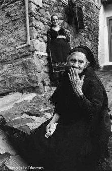 Ref GREEK ISLANDS 10 – Old Greek woman and young girl, Metsovon, Greece