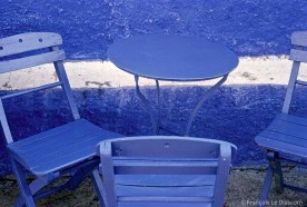 REF BLUE GREECE 10 - Chairs and table in a cafe, Santorini island
