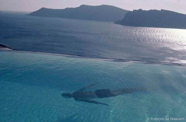 REF BLUE GREECE 6 – Swimmer, Santorini island