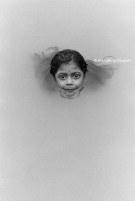 Ref India 16 – Little girl emerging from Ganges river, Benares (Varanasi)