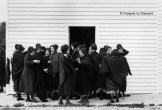 Ref Only in America 20 – Group of Amish women after church, near Lancaster, Pennsylvania