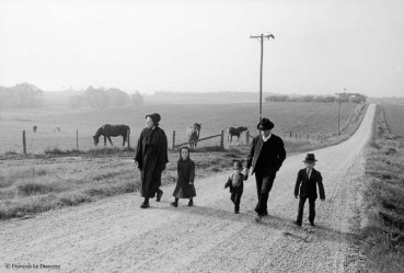Ref Only in America 27 – Amish family on the road, Pennsylvania, USA