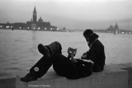 Ref VENICE 14 – Couple in front of Venice lagoon